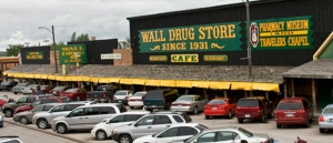 Wall Drug Storefront. Picture courtesy of www.wall-badlands.com